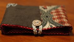 Mairuru tutorial - A hand sewn button pouch with two pockets