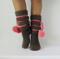 Knitted Boots Booties For Her Slippers for Women likes in gray and pink by Dikla Dagai on Etsy Crochet Boots, Knit Boots, Knit Crochet, Knitting Socks, Hand Knitting, Knitting Patterns, Lace Boot Socks, Sock Toys, Knit Wrap