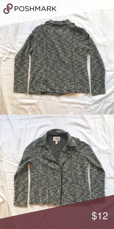 Marled Knit Sweater Jacket Grey and white knit sweater-material jacket with front zipper, inside button, and raw edge collar Condition: EUC Fit: Runs slightly large around middle, intended for loose fit *SALE ELIGIBLE* Forever 21 Jackets & Coats Blazers