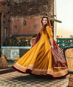 Pakistani Party Wear Dresses, Beautiful Pakistani Dresses, Shadi Dresses, Pakistani Wedding Outfits, Pakistani Dress Design, Frock Fashion, Indian Fashion Dresses, Indian Designer Outfits, Designer Dresses