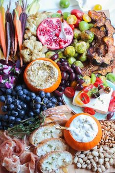 The ultimate fall mezze platter with zatar spiced hummus, roasted acorn squash, thyme honey goat cheese crostini, and more! Wow your guests with this GORGEOUS healthy snack platter! Crudite Platter, Snack Platter, Charcuterie Platter, Mezze Platter Ideas, No Cook Appetizers, Appetizer Recipes, Snack Recipes, Zatar Recipes, Fingers Food