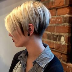 Latest short haircuts for that will give you a stunning look. Pixie cuts, bob hairstyles, shaggy and edgy short haircut, textured bobs and more. Popular Short Haircuts, Short Pixie Haircuts, Short Hairstyles For Women, Easy Hairstyles, Pixie Hairstyles, Layered Haircuts, Haircut Short, Bob Haircuts, Prom Hairstyles