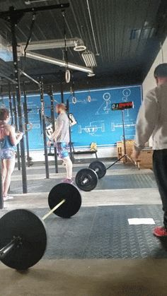 A strange way to pull up on the bar. Tags: guy, the horizontal bar, pull ups, fail lol looks like he is trying to do a breast stroke ! Wtf Funny, Funny Fails, Funny Memes, Hilarious, Funny Short Videos, Funny Cat Videos, Tough Guy, Gym Humor, Stupid People