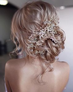 Beautiful low updo for bride - bridal hair inspiration with hair piece Wedding Hairstyles For Long Hair, Wedding Hair And Makeup, Wedding Updo, Wedding Hair Accessories, Bride Hairstyles, Hairstyle Ideas, Hairdos, Beach Hairstyles, Wedding Beach