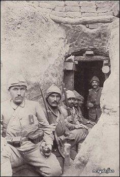 Turkish soldiers in a covered shelter at Kanle Sirt. Copied from 'Gallipoli Bedeutung und . Turkish Soldiers, Turkish Army, World War One, First World, Gallipoli Campaign, Turkish People, Shelter, History Images, History Pics