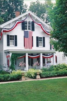 Entertaining with red, white, and blue. Need a little red, white, and blue Patriotic decorating inspiration? This page of photos and links to some other pages we have will help you get in the Memorial Day and of July Spirit. Independance Day, 4th Of July Celebration, 4th Of July Decorations, House Decorations, Outdoor Decorations, Outdoor Ideas, Home Of The Brave, Land Of The Free, Happy 4 Of July