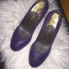 Dried Van Noten 😍 Authentic Very CHIC 😍. Used gently. Well kept wear on bottom soles very light. Shoes only. Made in Italy. Dries van Noten Shoes Heels
