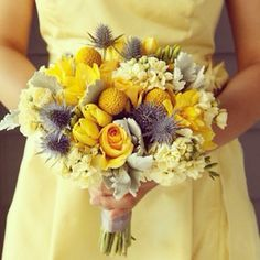 Yellow bridesmaids dess with cool yellow bouquet. #YellowWedding --♥-- Follow us (@WeddingKit) on Instagram for quick n' colourful inspiration! --♥-- #weddingkit