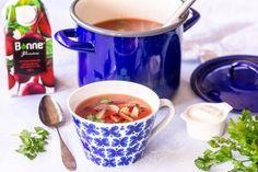 Valmista herkullinen jauhelihakeitto ja oikaise valmistusvaiheessa. Voit huoletta käyttää valmiita pakastejuuressuikaleita. Liemen maku saa kauniin värin ja täyteläisen maun Bonne Punajuurisoseesta. Bonnen vihannessoseilla täydennät kasvisten käyttöä helpolla tavalla lisäämällä ruokiin ja leivonnaisiin. Koti, Mugs, Tableware, Kitchen, Dinnerware, Cooking, Tumblers, Tablewares, Kitchens