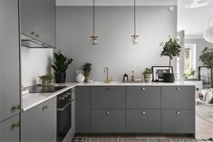 Kitchen Remodel & Decor - Money-Saving Kitchen Renovation Tips - Ribbons & Stars Kitchen Interior, New Kitchen, Room Interior, Interior Design Living Room, Kitchen Decor, Kitchen Grey, Kitchen Lamps, Interior Livingroom, Kitchen Lighting