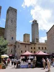Artigianato tra le torri a San Gimignano. Sabato 25 e domenica 26 maggio in Piazza delle Erbe la mostra mercato itinerante di Artex.