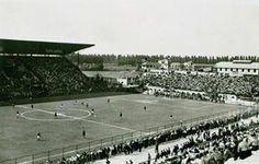 A photo of the first match ever at the San Siro, a Milan Derby, back in September of 1926 (Una foto del primer partido de la historia en el San Siro, el AC Milan Derby, en septiembre de 1926)