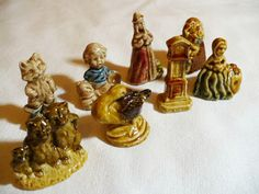 When sales of Red Rose Tea (Canada) were in decline in 1967 they ran a promotional campaign to win back customers with Wade Whimsies. Available are 8 Wade figurines from what is known as the Nursery Rhyme Series. Salada Tea, Hickory Dickory Dock, Red Rose Tea, Goldilocks And The Three Bears, Humpty Dumpty, Jack And Jill, Tea Box, Little Miss, Nursery Rhymes