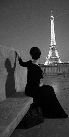 Sous le ciel de Paris. I love vintage pictures like this. So classy and tasteful.