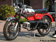 nice kreidler rs electronic Moped Motorcycle, Hank Marvin, Classic Motors, 50cc, Dream Garage, Cool Bikes, Hot Wheels, Cars And Motorcycles, Motorbikes