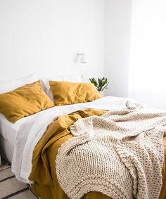 Simple minimalist linen bedroom decor (Home decor color schemes yellow, home decor color schemes bedroom yellow. Linen Bedroom, Boho Bedroom Decor, Bedroom Bed, Cozy Bedroom, Bedroom Inspo, Dream Bedroom, Bedroom Ideas, Linen Bedding, Classic Bedroom Decor
