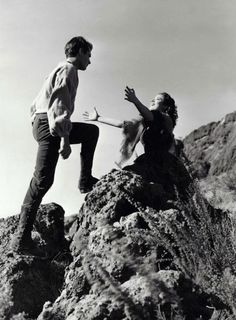 Laurence Olivier & Merle Oberon in Wuthering Heights (1939, dir. William Wyler)