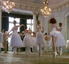 Find images and videos about aesthetic, dance and ballet on We Heart It - the app to get lost in what you love. Angel Aesthetic, Aesthetic Vintage, Aesthetic Photo, Aesthetic Pictures, Aesthetic Dark, Aesthetic Fashion, Princess Aesthetic, Up Girl, Aesthetic Wallpapers