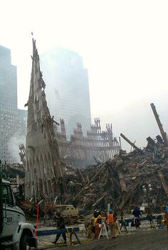 Aftermath of the World Trade Center Collapsing on September 2001 World Trade Center, Trade Centre, 11 September 2001, Remembering September 11th, We Will Never Forget, Lest We Forget, Us History, American History, Titanic History