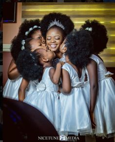 Love and Kisses💋💕 Bride, flaked by the cutest flower girls🍃 Photography: Flower Girls, Flower Crowns, Curly Hair Styles, Natural Hair Styles, Natural Hair Brides, Kids Natural Hair, Natural Hair Wedding, Natural Wedding Hairstyles, Pelo Natural