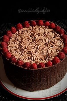 Dark Chocolate Cake with Raspberry Mousse and Chocolate Cream Chocolate Sponge Cake, Chocolate Raspberry Cake, Chocolate Mousse Cake, Dark Chocolate Cakes, Chocolate Cream, Raspberry Mousse, Fudge Cake, Brownie Cake, Romanian Desserts
