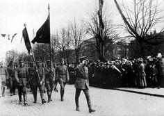 Imágenes de Finlandia. inspección de tropas de la Guardia Blanca en Helsingfors. 1918. Foto gentileza Sr Manuel Gimenez Puig