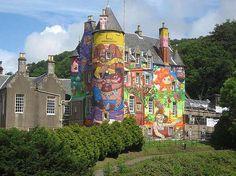 Os Gêmeos + Nina Pandolfo + Nunca [Castelo Kelburn -  Largs, South Ayrshire, Escócia]