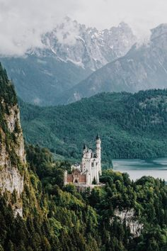Neuschwanstein Castle & kingdom in southwest Bavaria Beautiful Castles, Beautiful World, Beautiful Places, Germany Castles, Neuschwanstein Castle, Famous Castles, Destinations, Belle Villa, Parcs