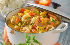 Lyxig fiskgryta med lax, räkor och saffran! Lättlagad festmat som känns lyxig men i själva verket går både snabbt och lätt att laga.
