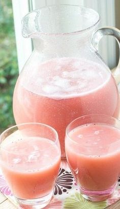 Princess Party Punch - Girl's Birthday Party Ideas - I made this pretty pink punch for my girls night last week and it turned out so good! It was sweet - Birthday Party Punches, Pink Party Punches, Birthday Party Drinks, 4th Birthday, Birthday Crowns, Birthday Ideas, Party Favors, Birthday Cake, Birthday Brunch