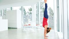 7 Steps to Defy Gravity and Balance in Handstand. This step-by-step approach to Handstand can benefit longtime inversion fans and total newbies. Yoga Handstand Poses, Yoga Inversions, Vinyasa Yoga, Yoga Sequences, Yoga Poses, Handstands, Asana, Cardio, Yoga Diet