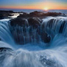 Thor's Well - Cape Perpetua, Oregon Coast Never knew this existed... wanna go