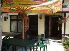 De vanzare, vila cu regim de inaltime S+D+P+E situata in Sinaia (judetul Prahova, Romania), zona Furnica, avand suprafata utila de 202 mp, suprafata construita de 254 mp, plus teren in suprafata de 247 mp. Vila are la demisol un apartament, iar la parter si etaj un alt apartament. Imobiliare Sinaia pe Valea Prahovei. House for Sale in Prahova Valley. Romanian Real Estate for Sale.