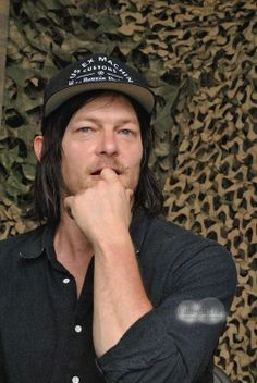 Norman Reedus  Oh how I want to be that finger ! MHS