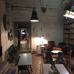 Nice second hand shop   Florence #interior #interiordesign #independent #attitude #design #designer #retro #vintage #materialeperadulti by johanalenofficial