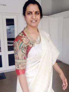 Simple Blouse Designs, Silk Saree Blouse Designs, Blouse Neck Designs, Sari Blouse, Blouse Styles, Sari Design, Saree Models, Stylish Sarees, Indian Designer Outfits
