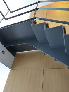 best 25 steel stairs ideas on steel stairs Staircase Handrail, Stair Railing, Railings, Railing Design, Staircase Design, Stair Design, Stairs Handle, Stairs To Heaven, Industrial Stairs