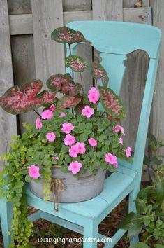 Rustic Garden Decor, Vintage Garden Decor, Rustic Gardens, Country Garden Ideas, Garden Whimsy, Garden Junk, Garden Sheds, Backyard Garden Landscape, Small Backyard Gardens
