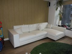 Max9009B - Leather L-Shape Sofa in White