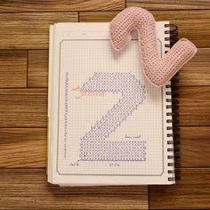 . شكراً للفن، لأننا حين نعجزُ عن التعبير نلجأ له .. . . الخيط : pamuklu bebe متوفر في متجر الإبرة والخيط : @needle.thread.sa . #crochet_numbers