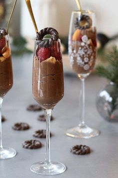 Tony's Chocolonely mousse met frambozen - Beaufood - Tony's Chocolonely mousse met frambozen , Makkelijke chocolade mousse, Makkelijke dessert kerst, - New Year's Desserts, Christmas Desserts Easy, Pudding Desserts, Delicious Desserts, Easy Smoothie Recipes, Snack Recipes, Dessert Recipes, Easy Chocolate Mousse, Chocolate Desserts