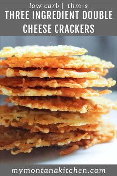 These easy low carb crackers have no almond flour, but are made with shredded Parmesan for a crispy, salty, crunchy snack! Made in the oven, this recipe will be a favorite low carb snack! Ketogenic Recipes, Low Carb Recipes, Ketogenic Diet, Ketogenic Breakfast, Paleo Recipes, Keto Snacks, Snack Recipes, Healthy Salty Snacks, Dinner Recipes