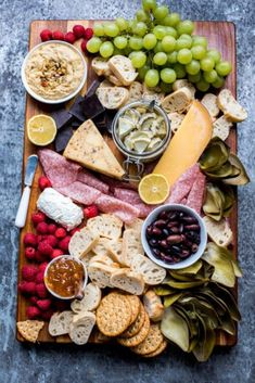 Jul 2019 - Picnic Food Ideas- With the weather turning nicer what better way to enjoy the outdoors than bringing one of these interesting and delicious Picnic Food Ideas out to share with someone special! Appetizer Dips, Appetizers For Party, Appetizer Recipes, Picnic Recipes, Wonton Recipes, Cold Appetizers, Party Recipes, Cake Recipes, Comida Picnic