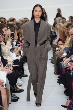 the blazer tho // Céline All Black Fashion, Autumn Fashion, Celine, Balenciaga, Jacquemus, Scandinavian Fashion, Margiela, Edgy Outfits, Fashion Show