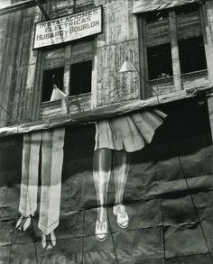 Manuel Alvarez Bravo, Dos Pares de Piernas (Two Pairs of Legs) on ArtStack #manuel-alvarez-bravo #art
