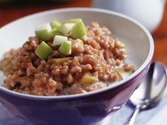 Fruit and Spice Cut Oatmeal http://www.prevention.com/beauty/skin-care/10-breakfasts-healthy-skin/fruit-and-spice-cut-oatmeal