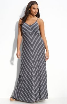 Stripes + gray + the elusive attractive maxidress = YES.