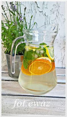 Ewa w kuchni: Mandarynkowo - cytrynowa lemoniada Infused Water Recipes, Liquor, Smoothies, Food And Drink, Easy Meals, Lemon, Shake, Cooking, Party