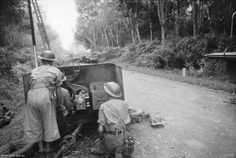 2000 Australian, Indian & British soldiers trapped behind Japanese advance in Malaya, fighting desperately to escape pic.twitter.com/rJFY5jIifF 12:00 a.m. Mon, Jan 27   @RealTimeWWII (Embedded image permalink)