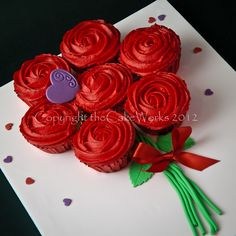 Bouquet of Rose flower cupcakes. I want to make this for my kids on valentines day :)